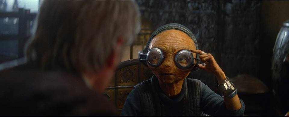 Maz Kanata en discussion avec Han Solo